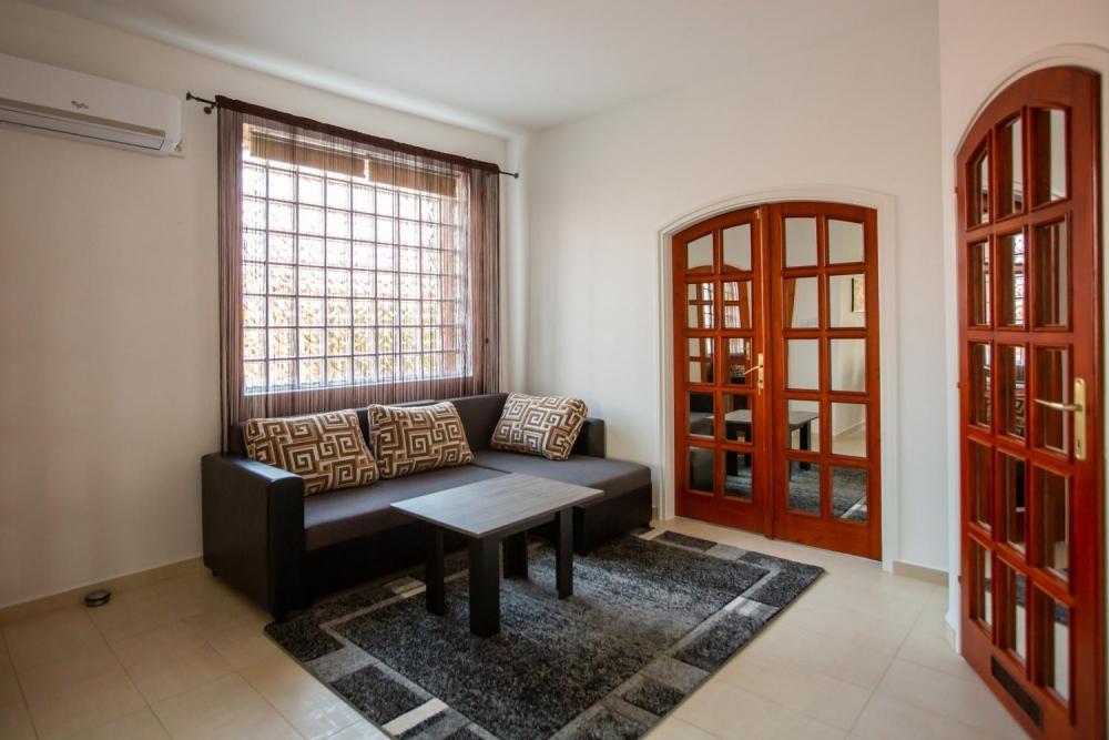 Nappali / 1-es szoba bejárat